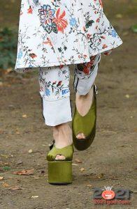Модные туфли с платформой весна-лето 2021 года