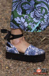 Модные текстильные туфли на платформе весна-лето 2021 года