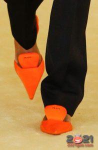 Модные туфли без каблука с острым носком весна-лето 2021 года