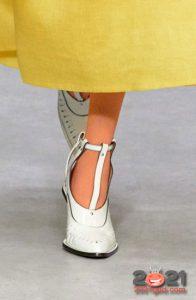 Модные туфли с ремешками на весну 2021 года