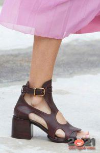 Модные туфли с широким каблуком сезона весна-лето 2021