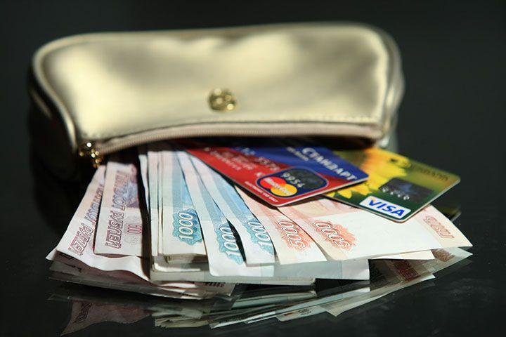 Деньги и карты в кошельке